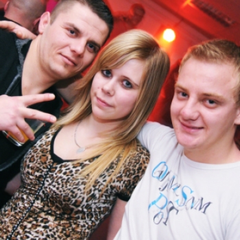 CLUB PLAY   -   Rezidens-Night House Party